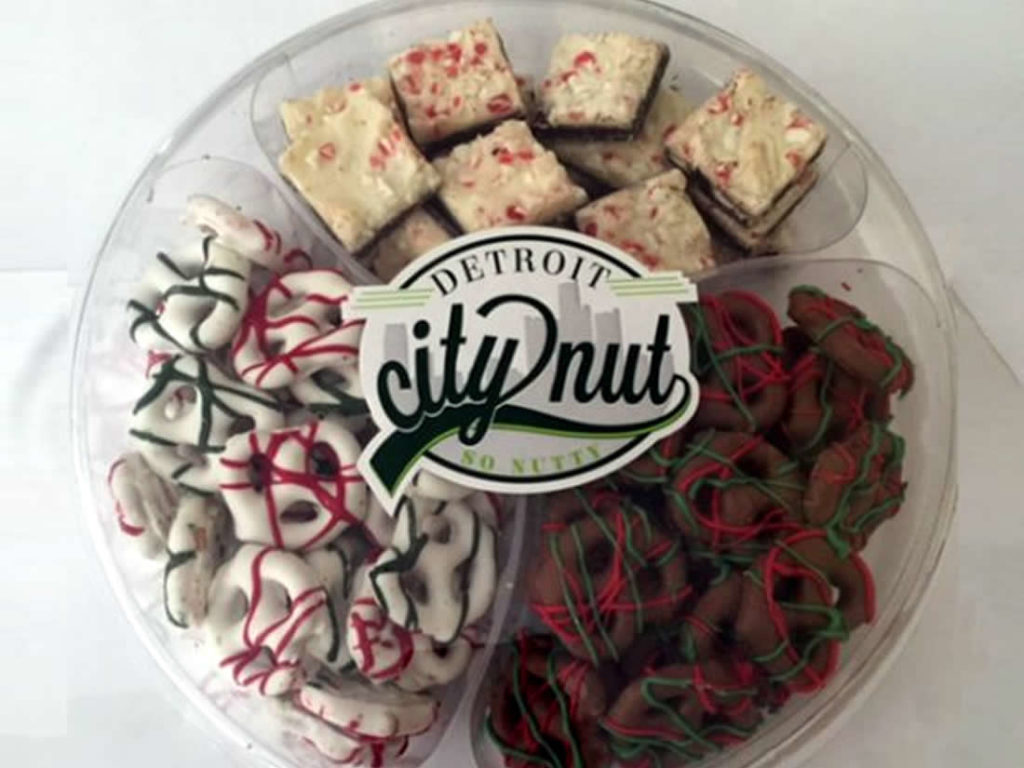 gifts-from-michigan-detroit-city-nut-winter-blast-holiday-tray
